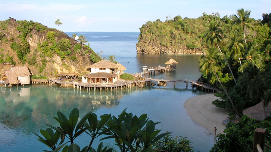 Raja ampat the world 39 s largest biodiversity - Dive resort raja ampat ...